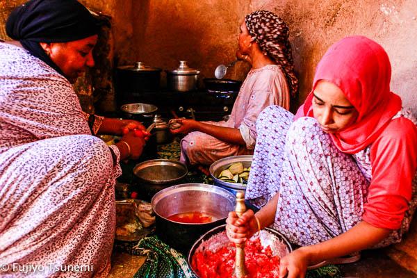 【エジプト家庭料理】オアシスの村でいただいた「ナスの煮浸し」エジプト風