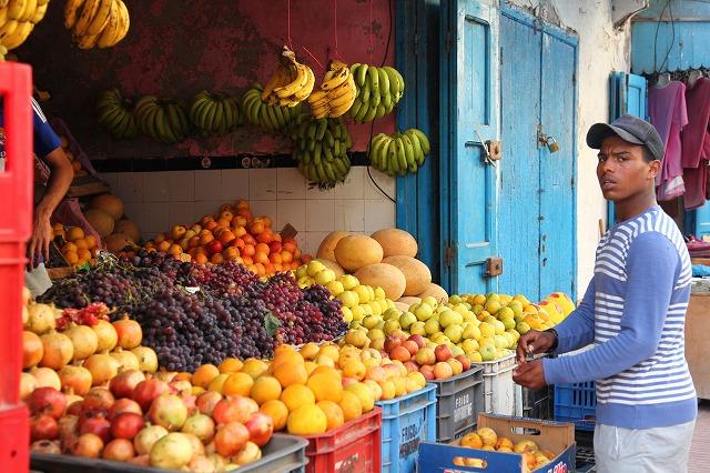 【イスラム圏・旅の楽しみ方】朝食のフルーツは「金」!マーケットで果物を買い込んで朝食を
