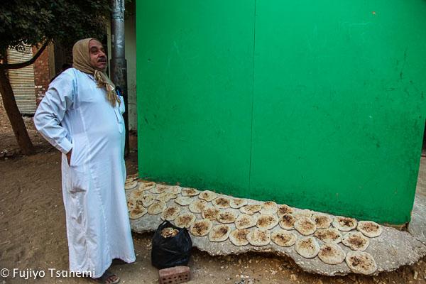 「変わるエジプト、変わらないエジプト」焼き立てのパンをほおばる幸せな時間