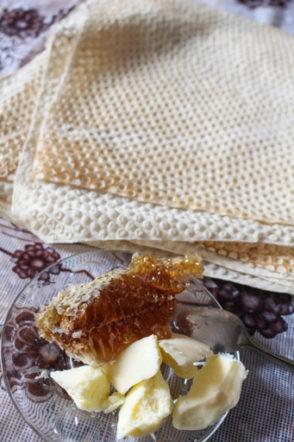 クルド人の食事。ハチミツとバター。