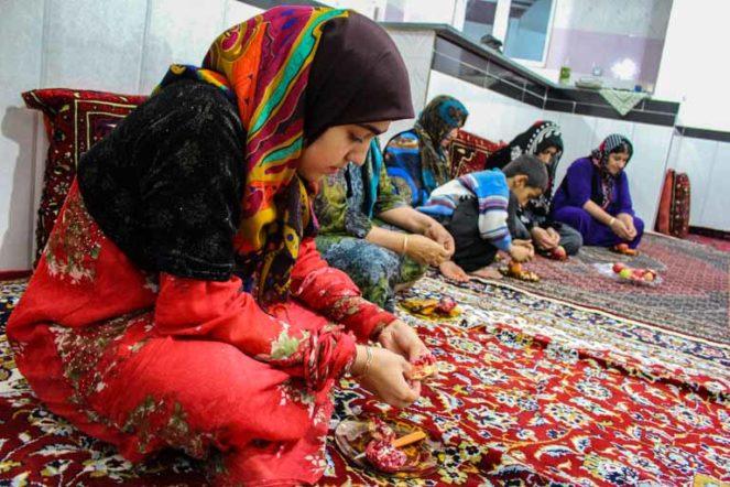 イランのパランガン村のクルド女性