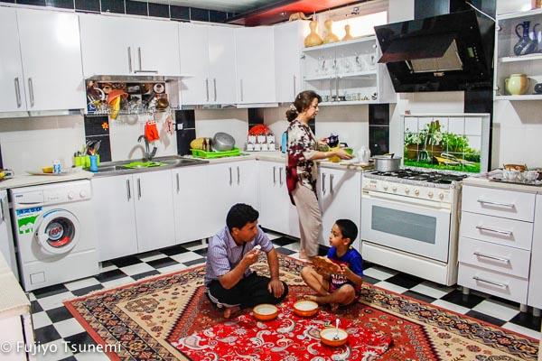 【イランの普通の家に泊まる】(8)共働き夫婦の家