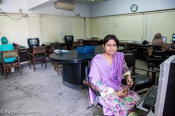 パキスタンの働く女性インタビュー(1)一男一女の母でもある新聞記者
