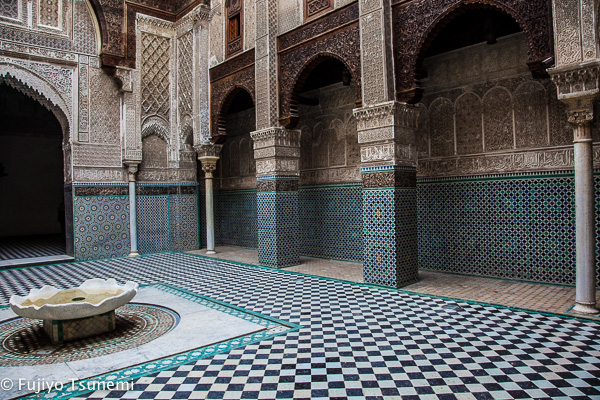 モロッコ・フェズ「アッタリーン・マドラサ」は渋い美しさが圧巻