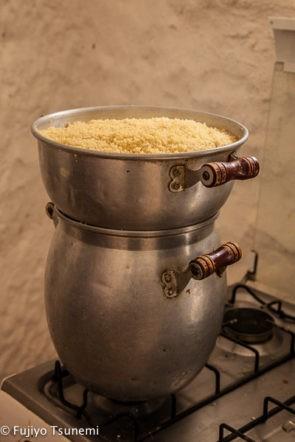 チュニジアのクスクスの調理器具