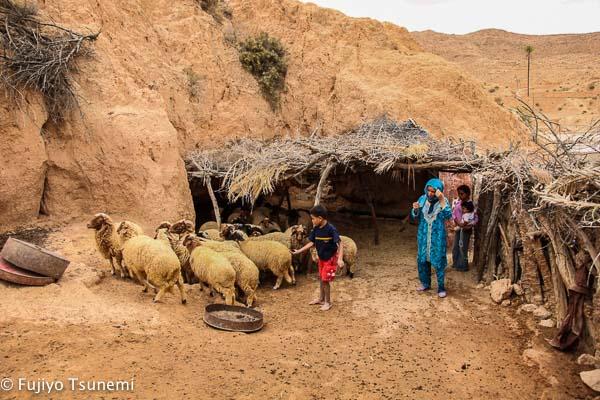 【チュニジアの家に泊まる】(3)マトマタ近くの居穴住居におじゃましました