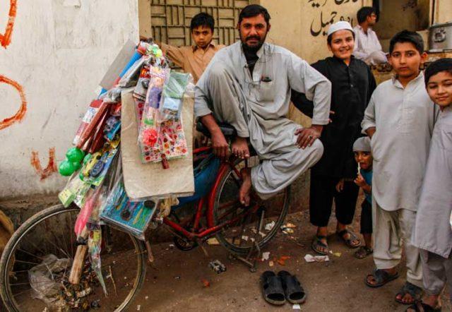 パキスタン男性の民族衣装