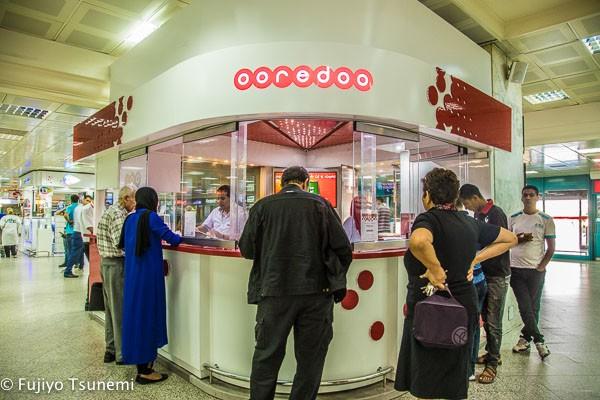 チュニジアの空港でSIMカードを買う