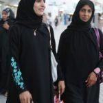 イスラム女性は外では黒いチャドルやアバーヤ。「何を着たら良いかわからない」悩みから解放される