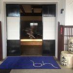 ディスカバー秋田(2) 酒蔵をリノベーションしてつくった写真ギャラリー 体長1メートルのイカ撮影にいどむカメラマン