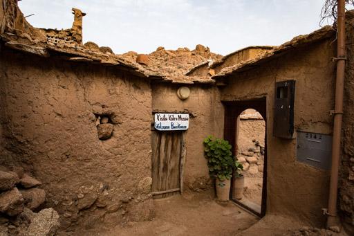 タフロウト近郊のタズカ村