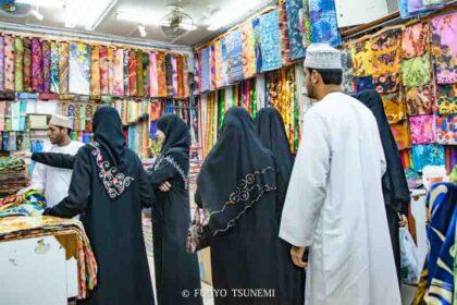 アバヤのイスラム女性