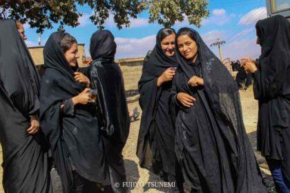 イラン女性 チャドル