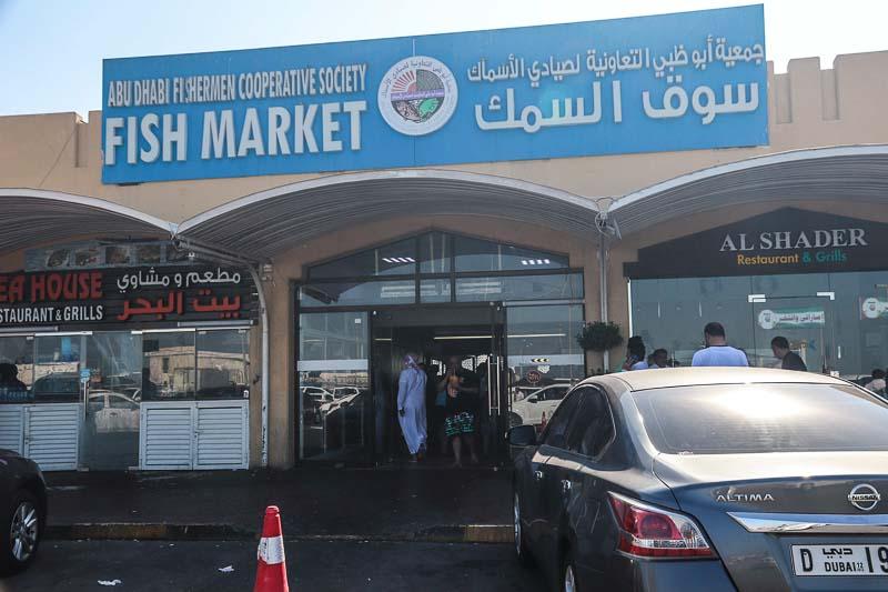 アブダビの魚市場は活気にあふれる市民の台所