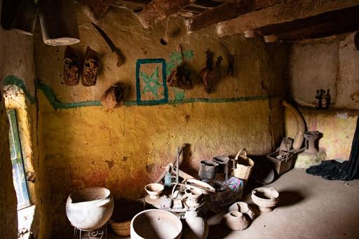 アイト・マンスールの廃村の古い民家。