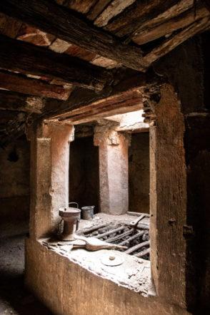 アイト・マンスールの廃村の古い家