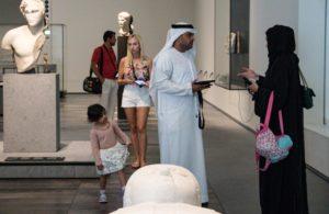 UAE男性の民族衣装カンドゥーラ
