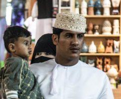 アラブ・オマーン男性の民族衣装とクンマ