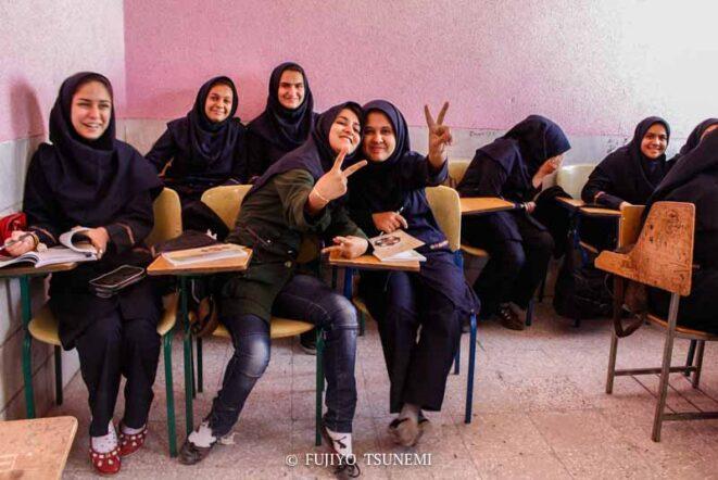 イランの女子学生 イスラム教の女性